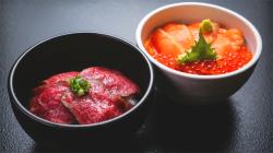 村上牛炙り丼・鮭親子丼
